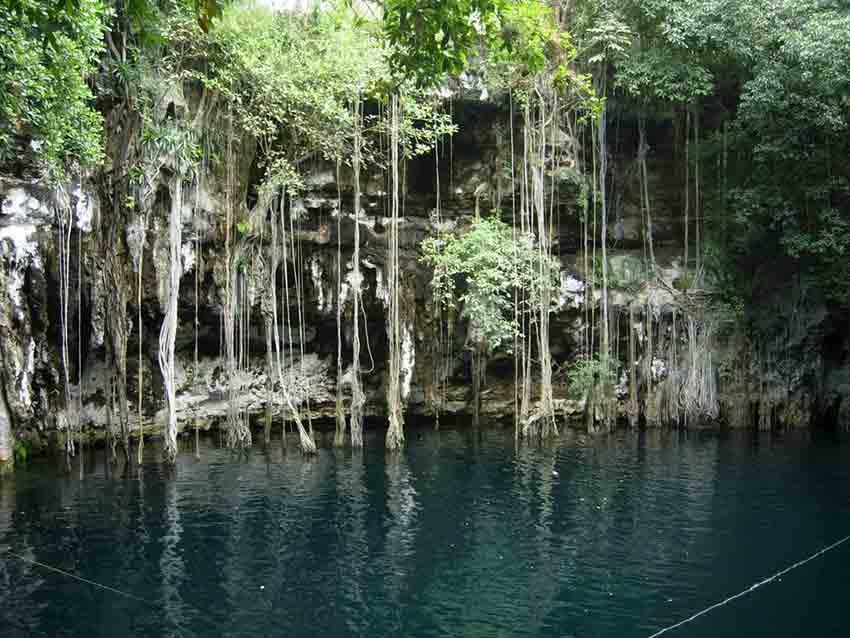 cenotes a lo largo de tulum